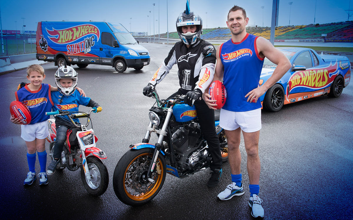 Matt Mingay with Luke Hodge at photoshoot